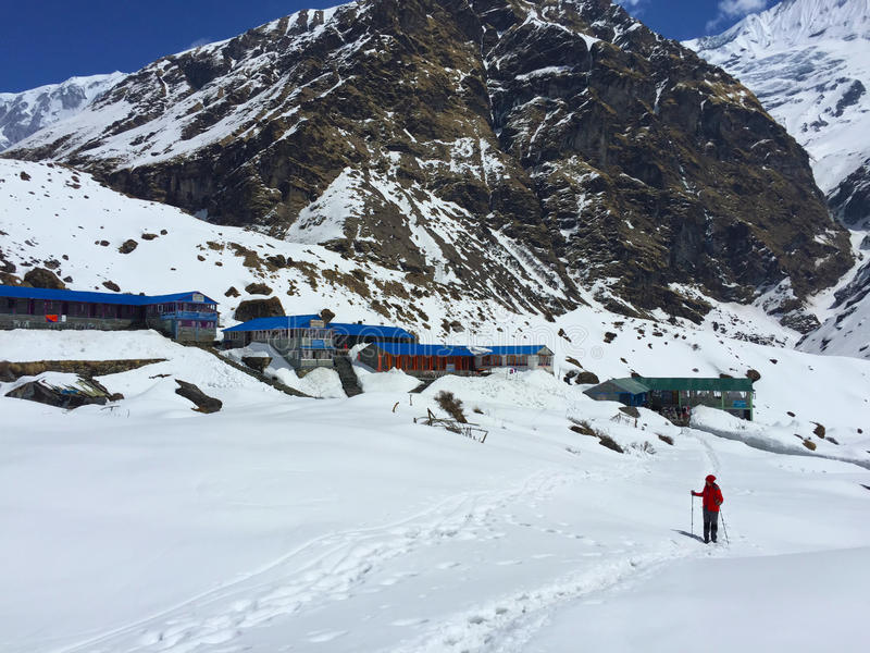 Trekker dans les montagnes, Himalaya photo libre de droits