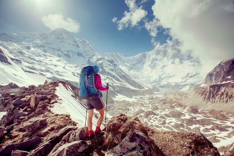 Trekker op de manier aan Annapurna-basiskamp, Nepal royalty-vrije stock afbeelding