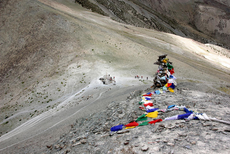 Trekkers στο πέρασμα ganda-Λα στοκ εικόνα με δικαίωμα ελεύθερης χρήσης