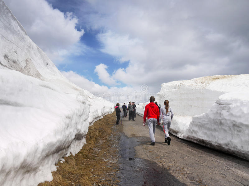 Trekkers Road Snowdrifts Mountains royalty free stock photos