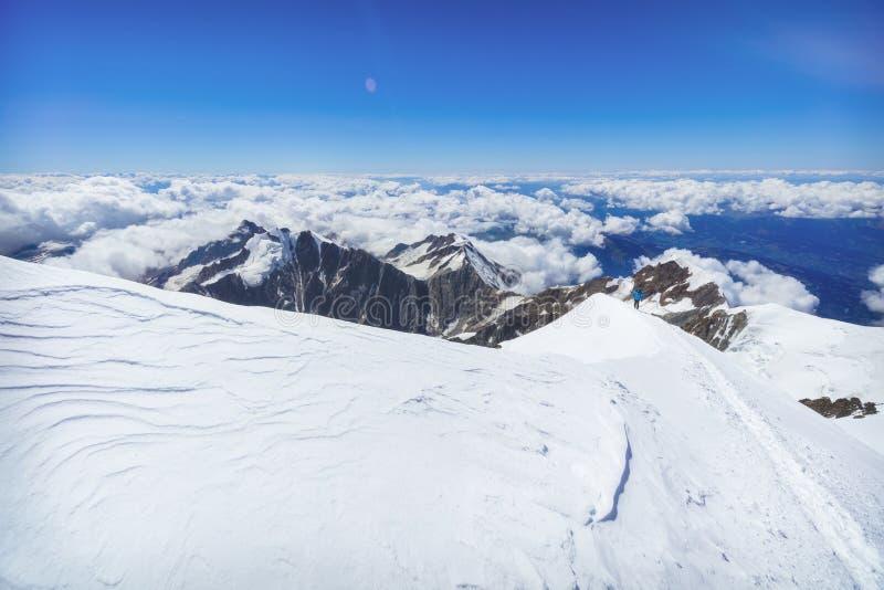 Trekking к верхней части горы Монблана в французе Альпах стоковые фото