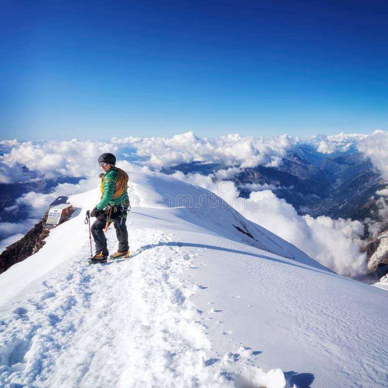 Trekking к верхней части горы Монблана в французе Альпах стоковые изображения