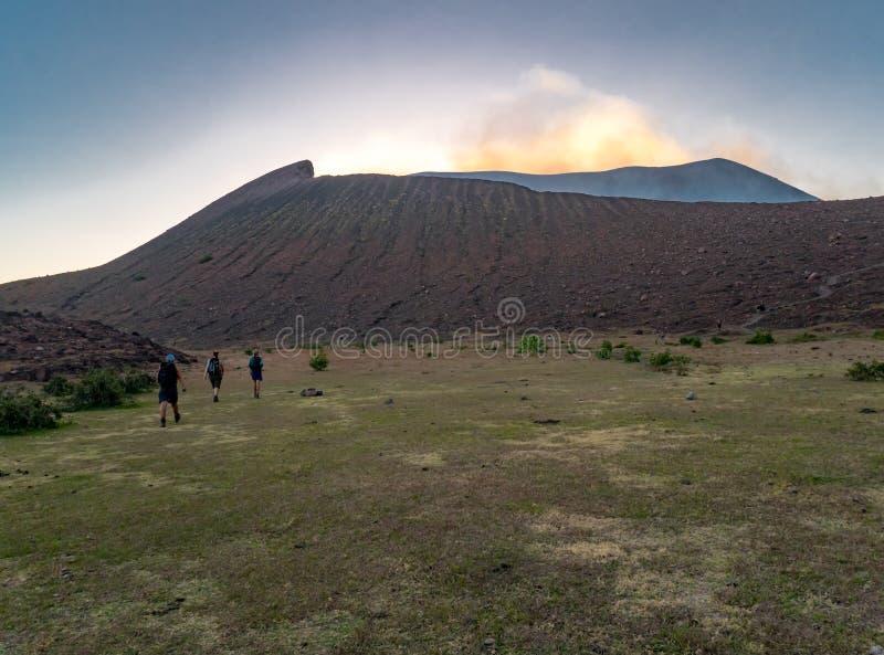 Trekking путешествие к вулкану Telica стоковое изображение rf
