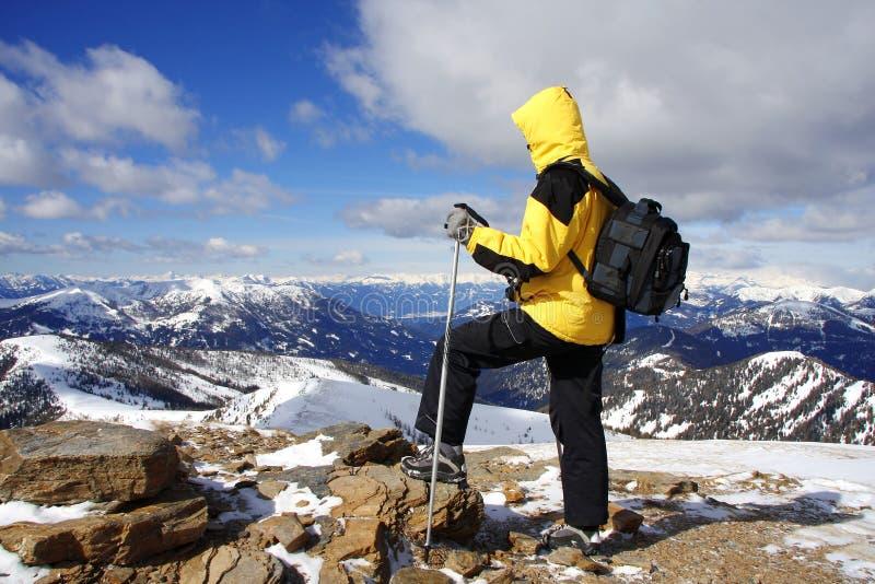 Trekking in Alpen stock foto's