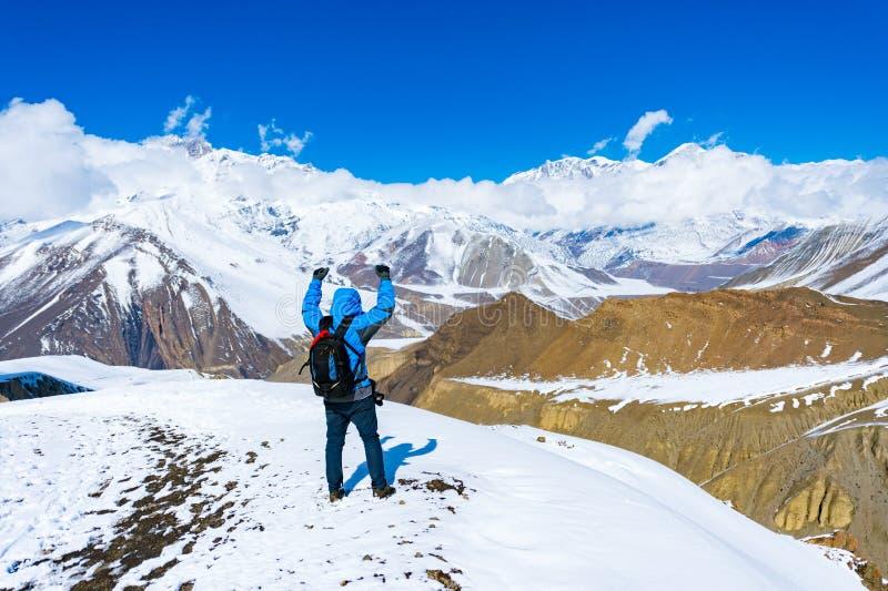 Trekking in Annapurna-gebied, met Annapurna-Zuiden op achtergrond, Nepal stock foto