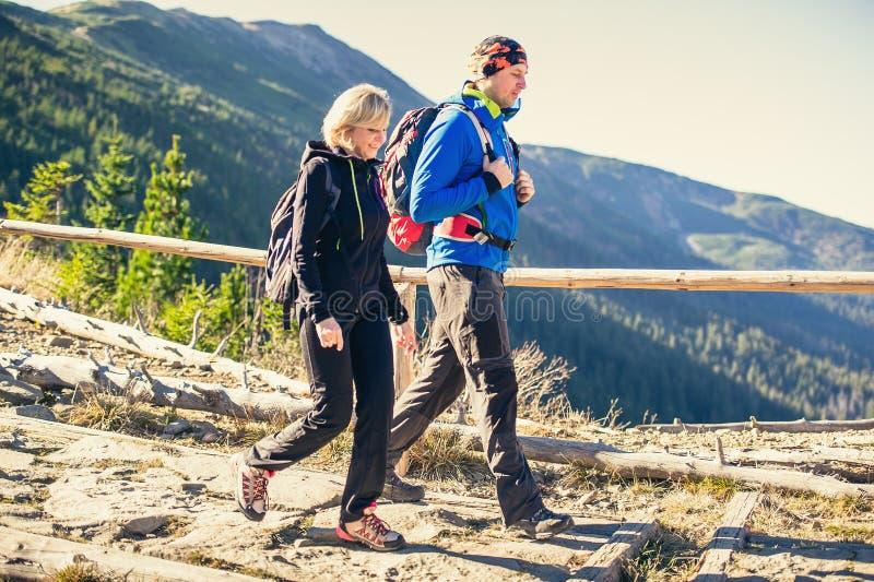 Trekking in Bergen stock afbeeldingen