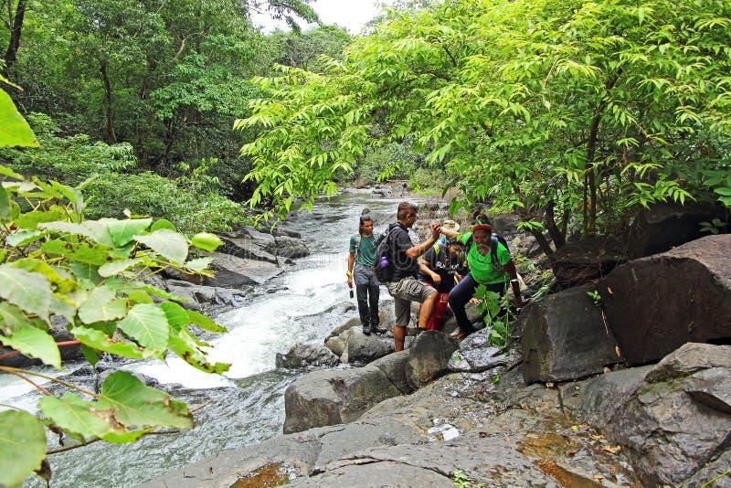 Trekking dans Goa pendant la saison de mousson photo stock