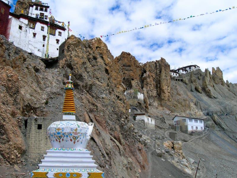 Trekking in de Himalayan-bergen in Noordelijk India stock fotografie