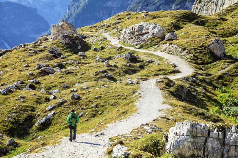 Trekking in dolomia, Italia immagine stock