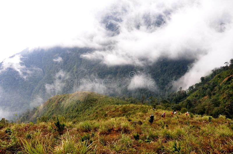 Trekking droga na KiQuanSan górze, YenBai, Wietnam obraz stock
