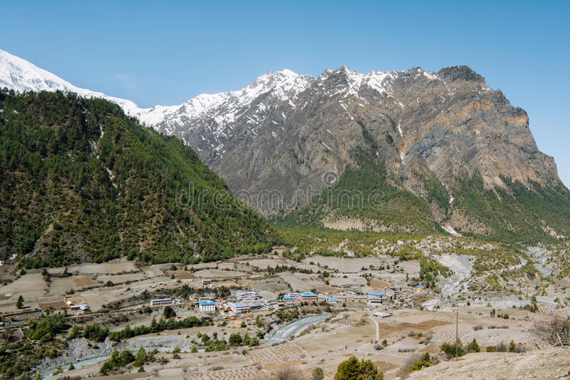 Trekking em Nepal, Himalayas, área da conservação de Annapurna fotografia de stock