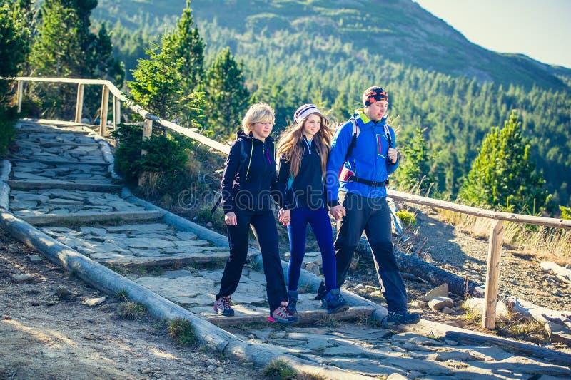 Trekking en montagnes photo libre de droits