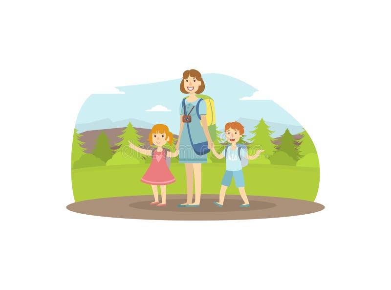 Trekking felice di viaggio, della madre, del figlio e della figlia della famiglia alla natura, alla mamma ed ai suoi due bambini  illustrazione di stock