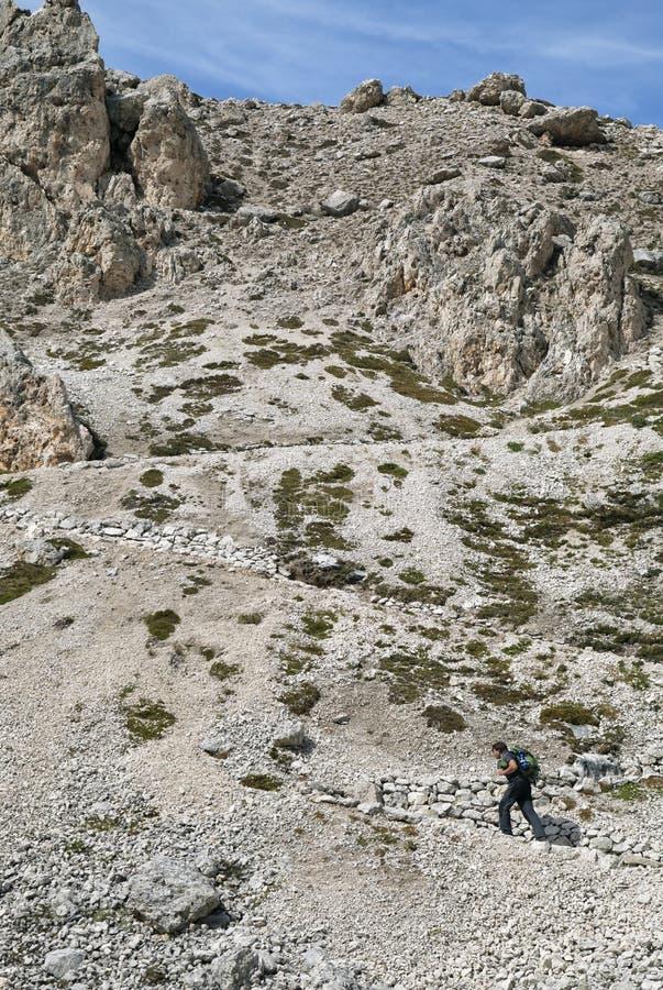 Trekking i Dolomites, Italien arkivfoton