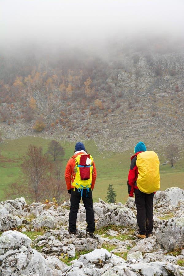Trekking i Mehedinti berg royaltyfri foto