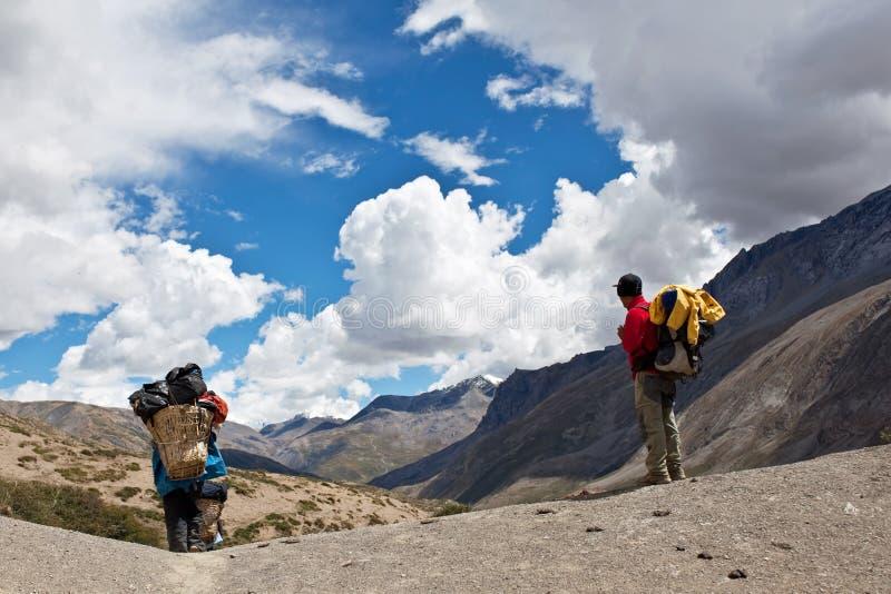 Trekking im Nepal Himalaja stockfotografie