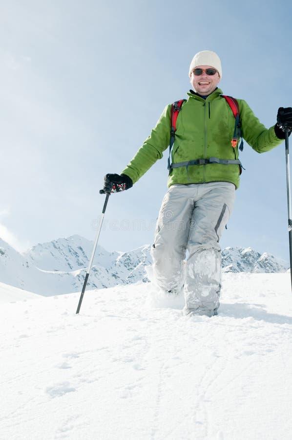Trekking im Schnee lizenzfreies stockfoto
