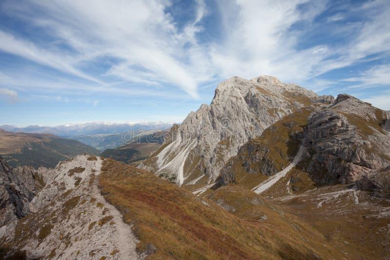 Trekking lang a über ferrata in den Dolomit stockfoto