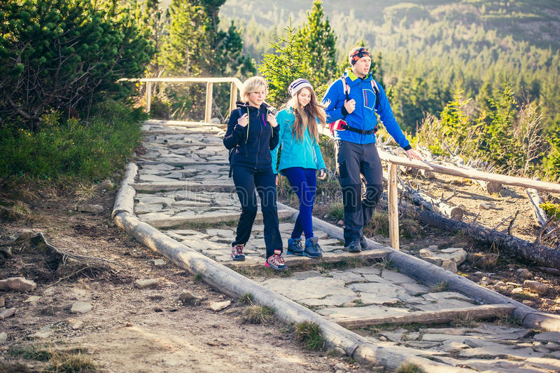 Trekking in montagne immagini stock libere da diritti