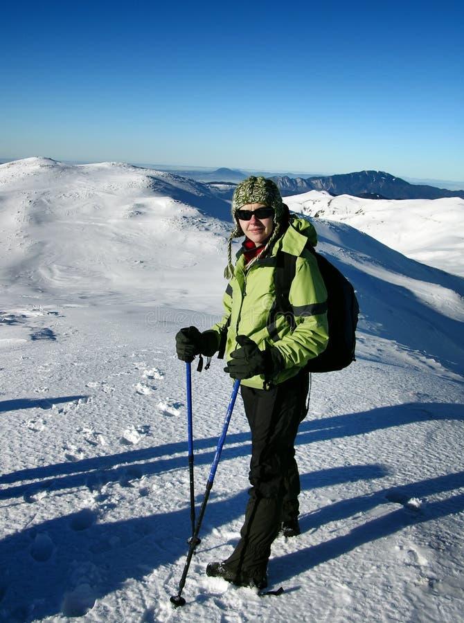 Trekking in montagne bianche immagini stock