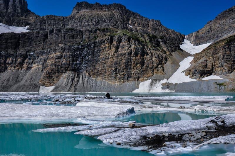Trekking na fuga do lago Grinnel, parque nacional de geleira, Montana, foto de stock