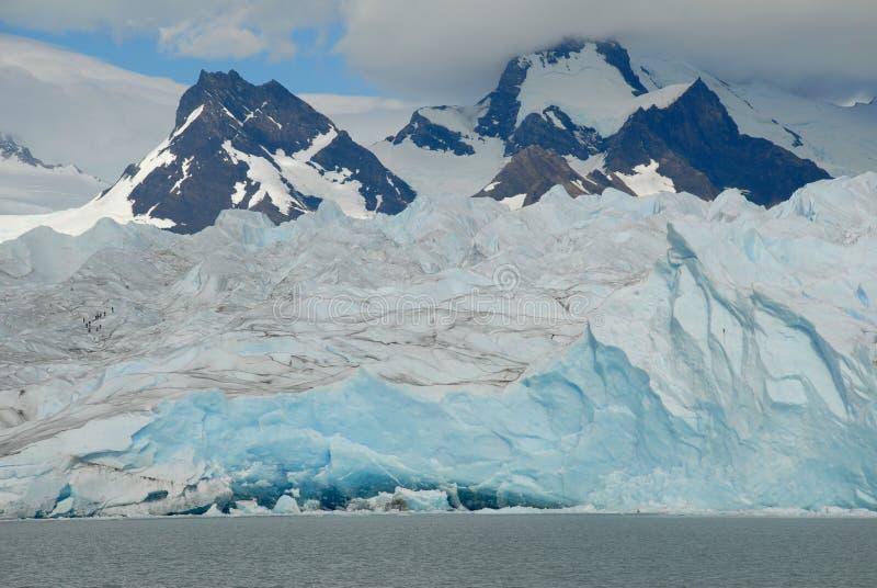 Trekking na geleira de Perito Moreno, Argentina. imagem de stock