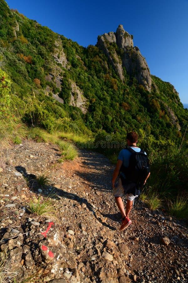 Trekking nel parco naturale regionale Portofino La Liguria L'Italia fotografia stock