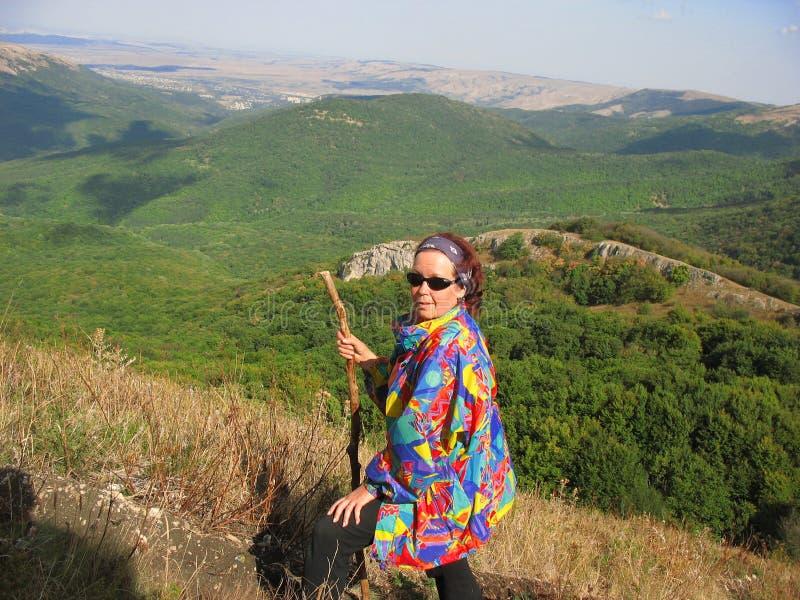 Trekking nelle montagne immagini stock libere da diritti