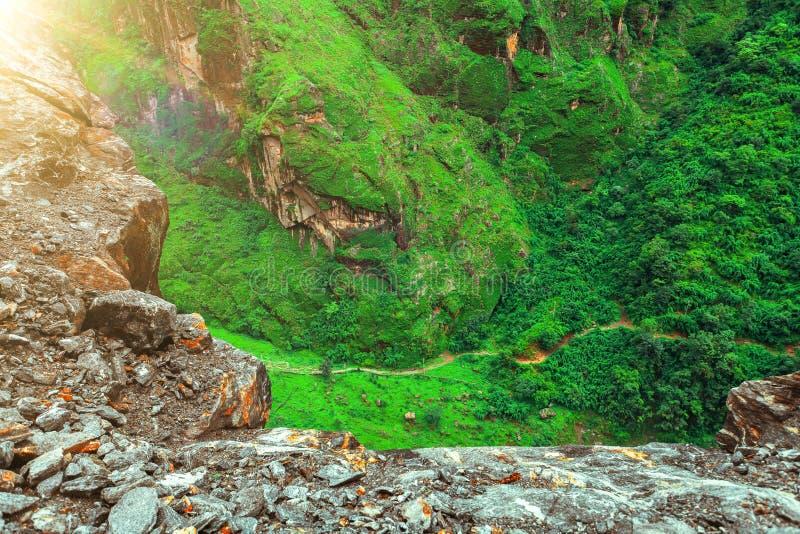 Download Trekking in Nepal stock foto. Afbeelding bestaande uit klimaat - 54087384
