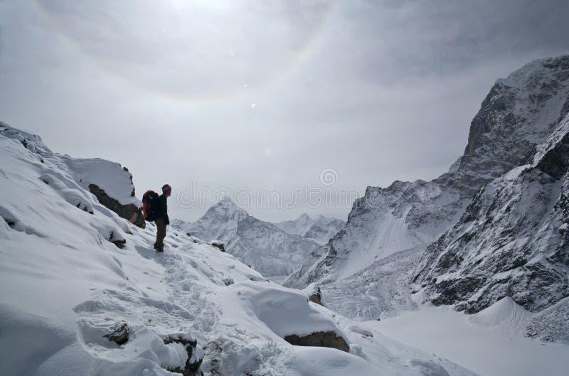 Trekking no parque nacional de Sagarmatha, Nepal foto de stock