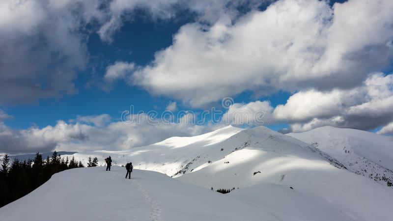 Trekking par le ciel photo stock