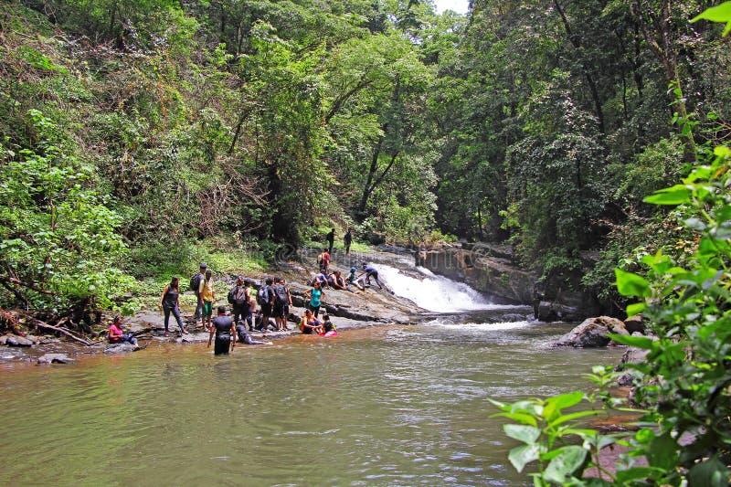 Trekking pendant la saison de mousson dans Goa image stock