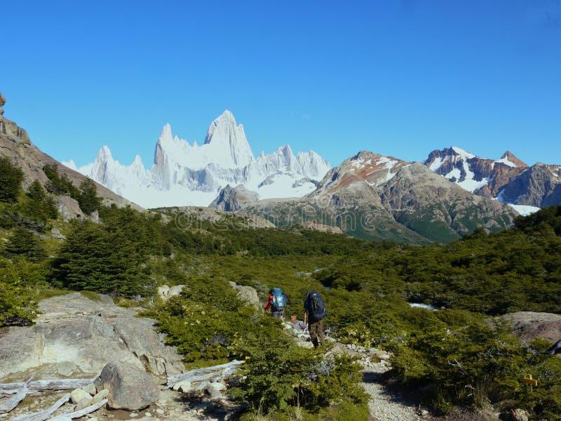 Trekking per montare Fitz Roy fotografia stock libera da diritti
