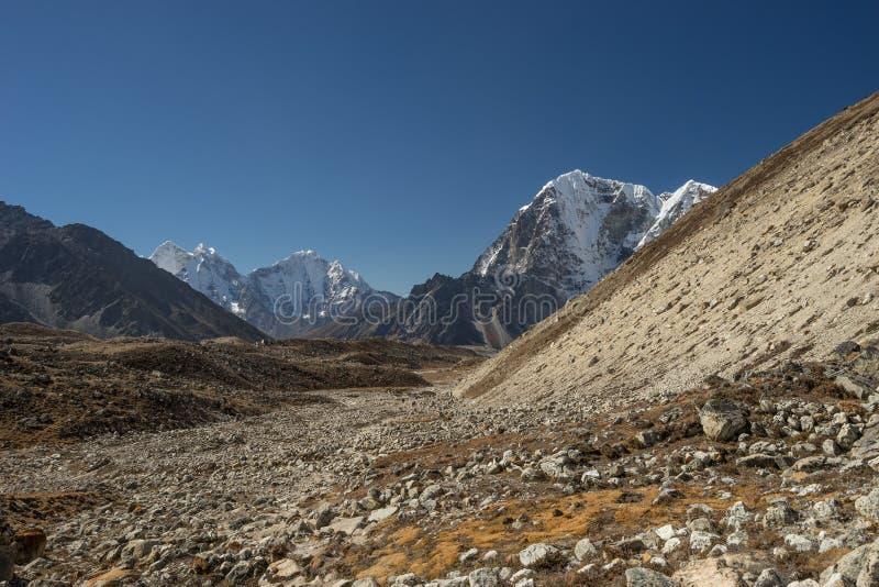 Trekking slinga till den Gorakshep byn, Everest region royaltyfria foton