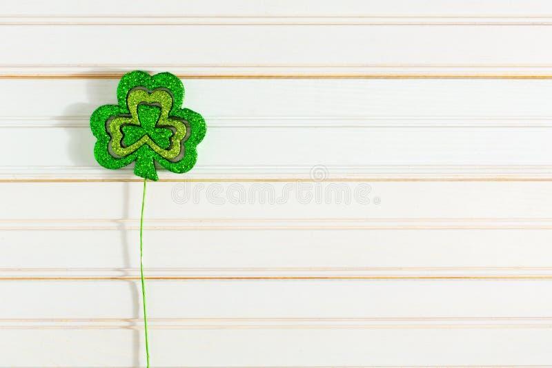 Treklöverer för dag för St Patrick ` s royaltyfri foto