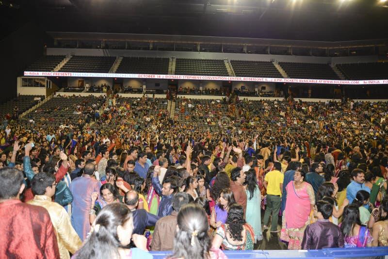 Trekt de Gujarati volkszanger Atul Purohit grote menigte in Chicago stock foto