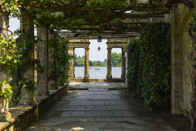 A trellis walkway leading to Hever Lake. Hever Castle & Gardens, Hever, Edenbridge, Kent, England, United Kingdom stock photo