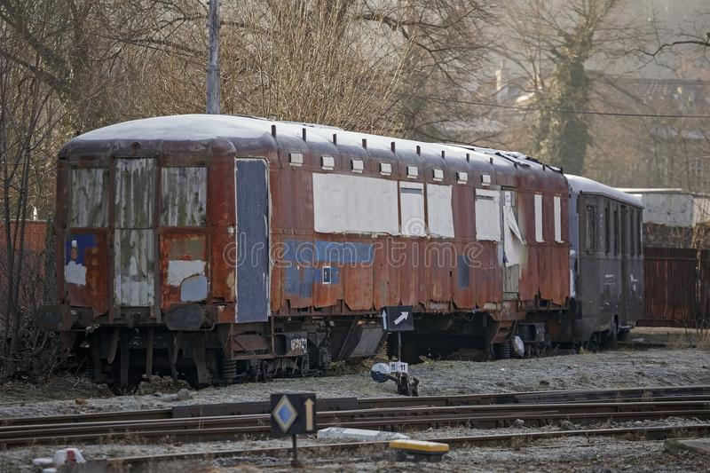 Trem abandonado velho, os precários imagens de stock