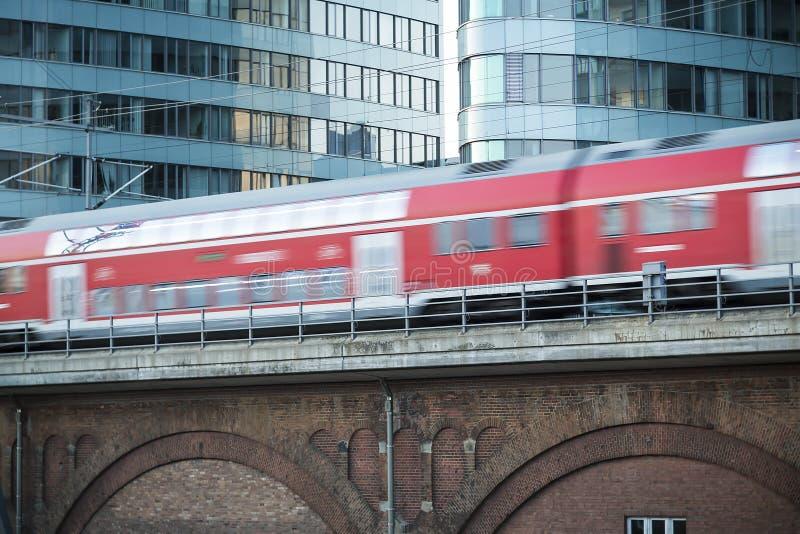Trem alemão vermelho no movimento foto de stock royalty free