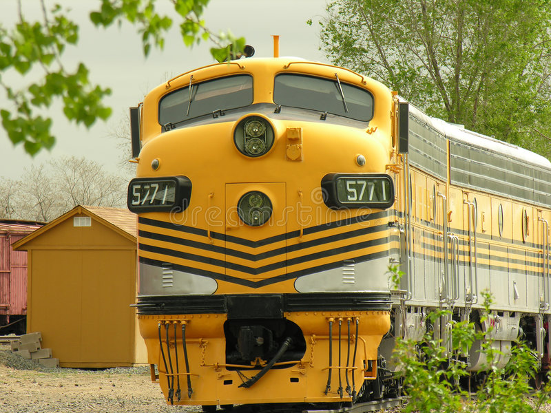 Trem amarelo #2 imagem de stock royalty free