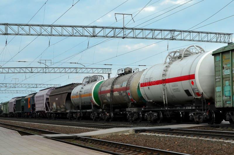Trem da carga em classificar a estação de trem do frete, fotografia de stock