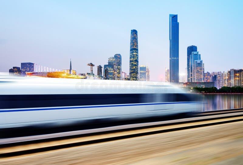 Trem de alta velocidade através de Guangzhou fotos de stock royalty free