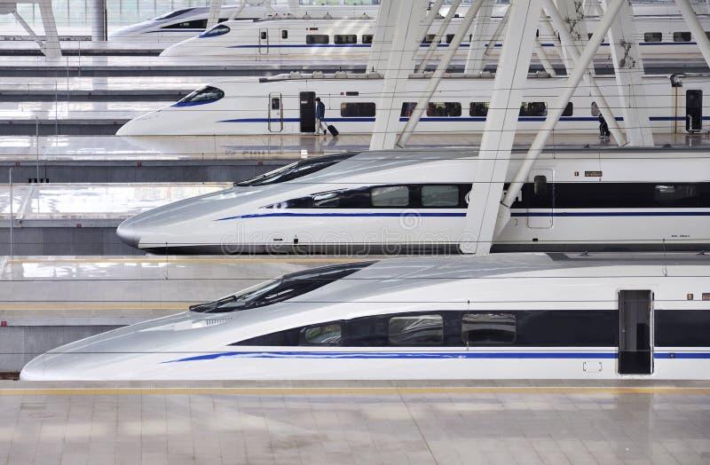 Trem de alta velocidade, estrada de ferro fotos de stock