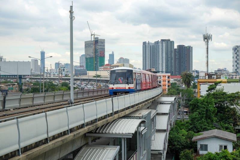 Trem de céu do BTS em Banguecoque, Tailândia fotos de stock royalty free