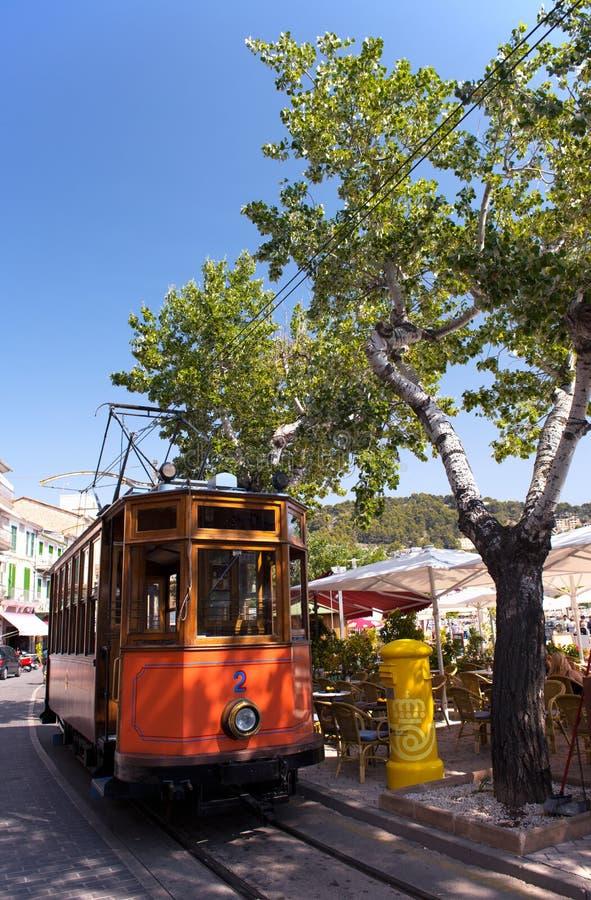 Trem de madeira clássico do bonde de Puerto de Soller em Mallorca, Espanha fotografia de stock