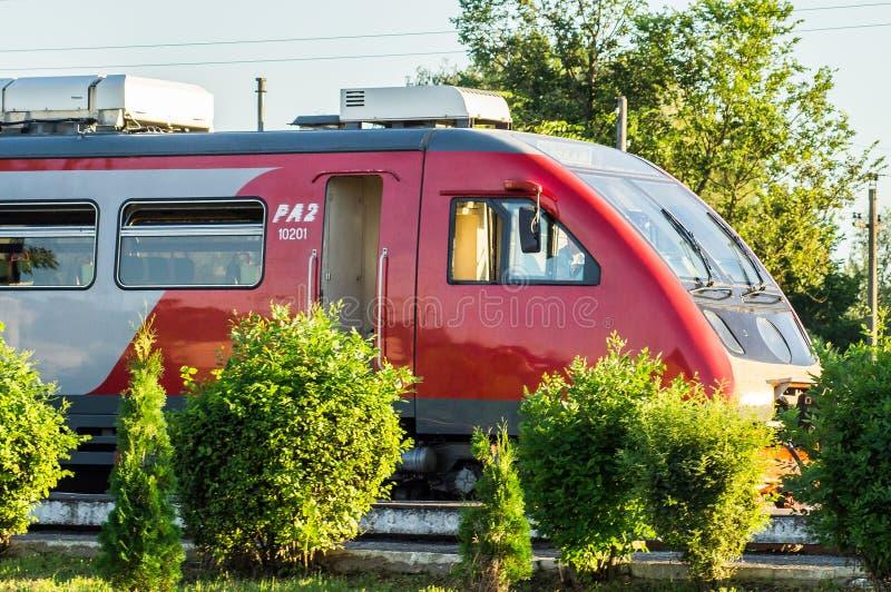 Trem diesel na região de Kaluga de Rússia fotos de stock royalty free