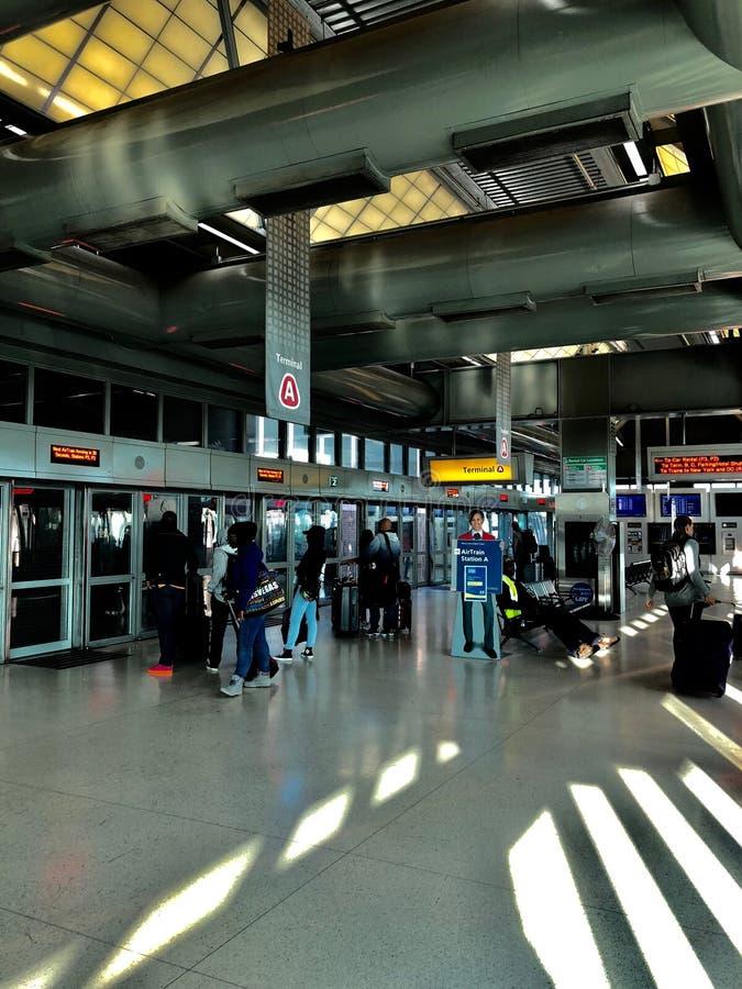 Trem do ar do aeroporto de Newark foto de stock royalty free