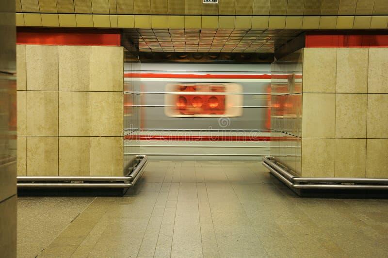 Trem do metro no movimento fotos de stock royalty free