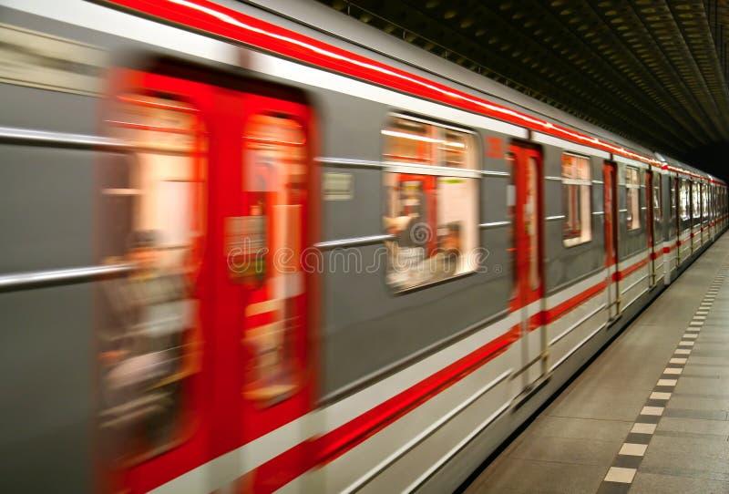 Trem do metro no movimento fotos de stock