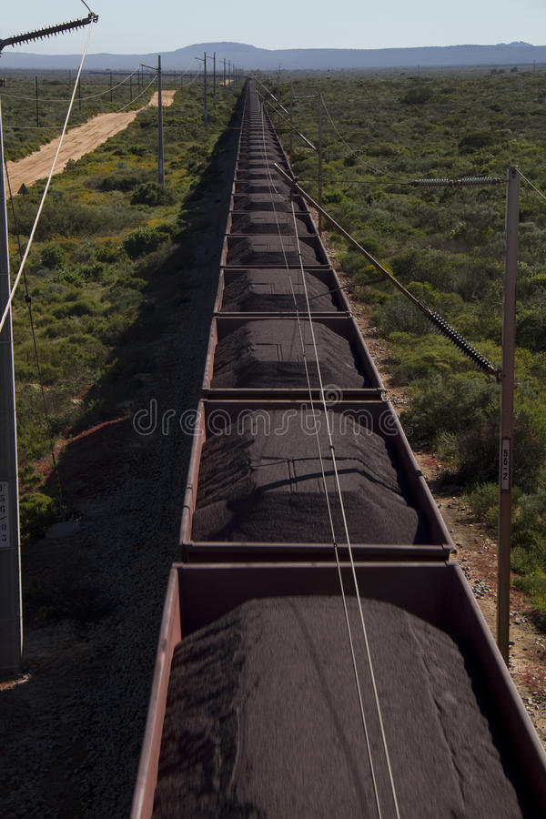 Trem do minério de ferro imagens de stock